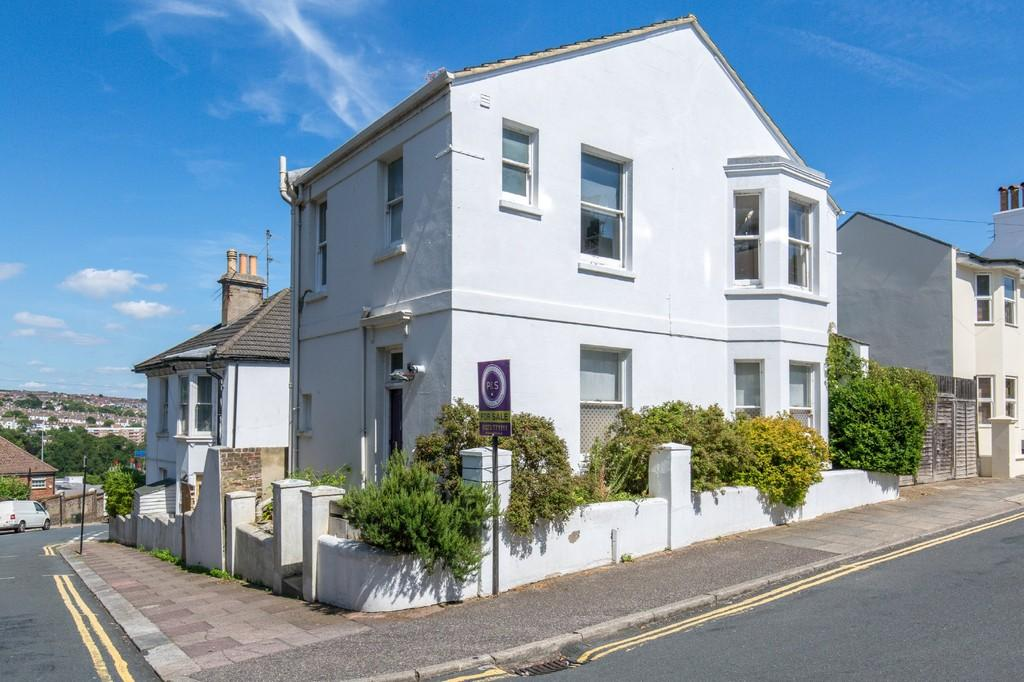 3 Bedrooms Detached House for sale in Port Hall Street, Brighton