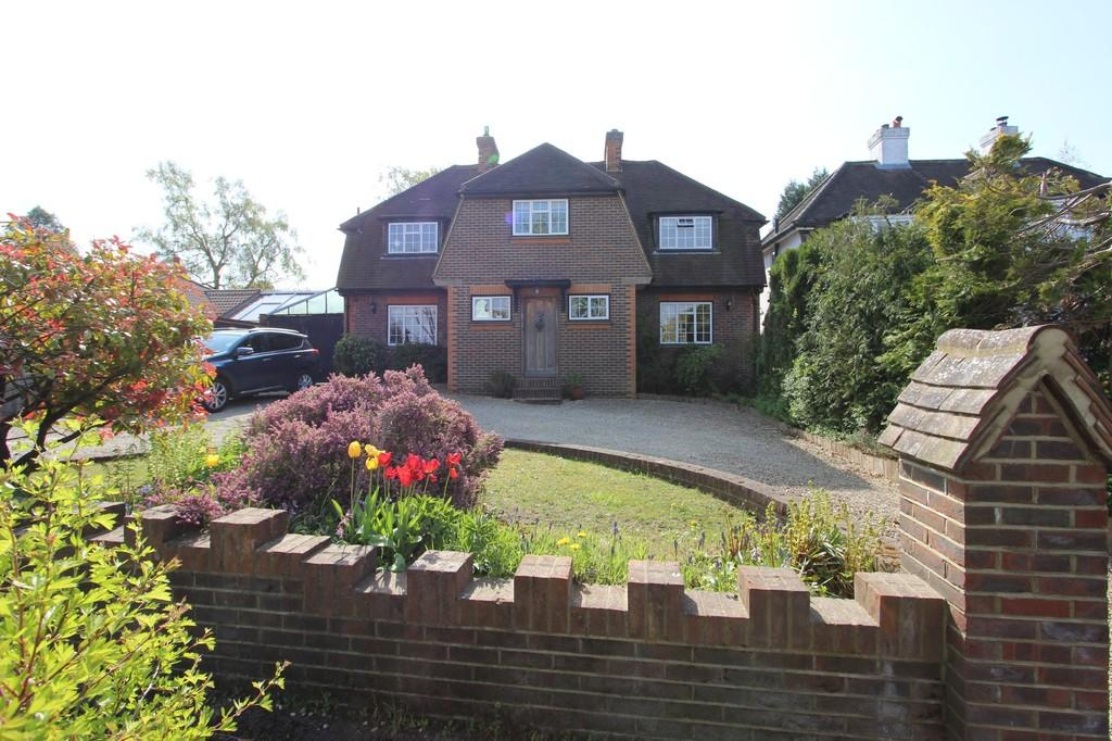 4 Bedrooms Detached House for sale in Beacon Way, Banstead
