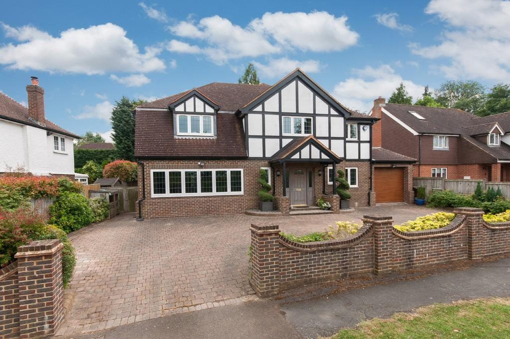 4 Bedrooms Detached House for sale in Mellow Close, Banstead