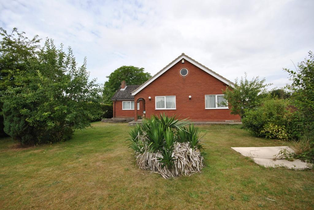 4 Bedrooms Detached Bungalow for sale in Diss, Norfolk