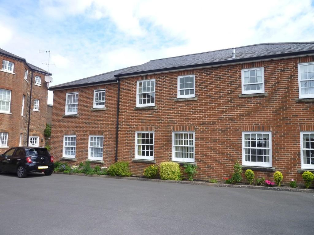 2 Bedrooms Terraced House for sale in William House Court,Westbury