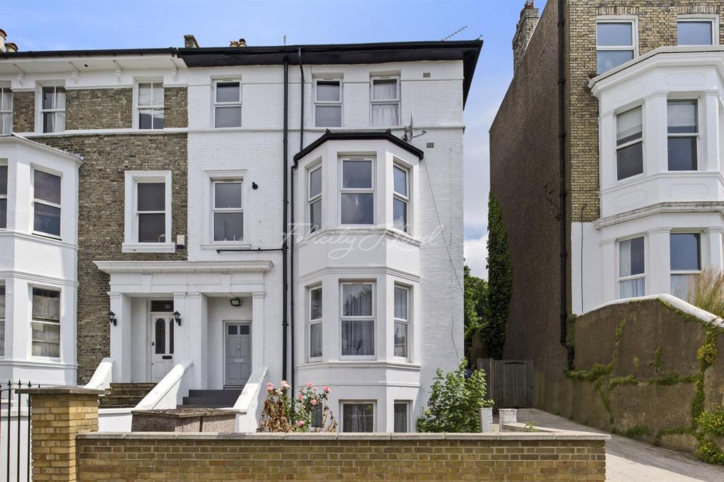 3 Bedrooms Flat for sale in Eglinton Hill, Shooters Hill, SE18