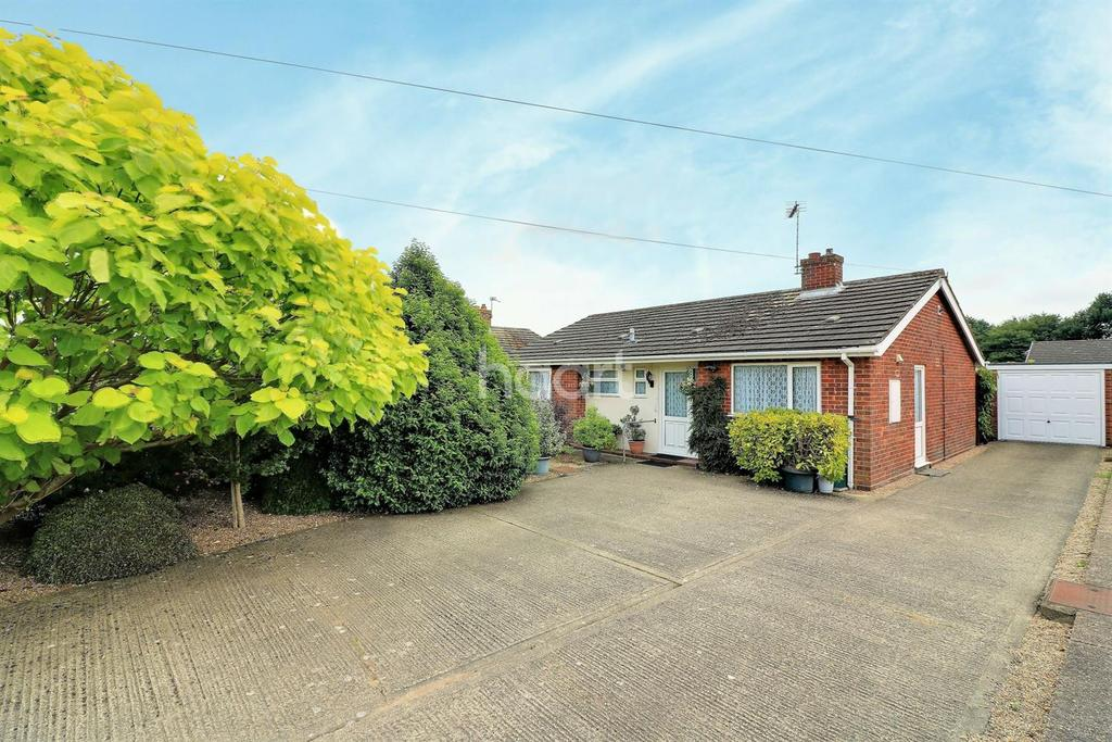 3 Bedrooms Bungalow for sale in Middlemarch Road, NR19