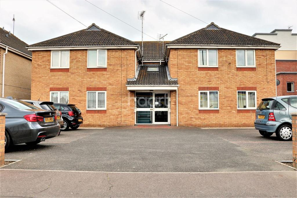 2 Bedrooms Flat for sale in East Clacton