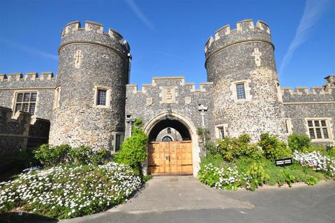 2 bedroom flat to rent - Kingsgate Castle CT10