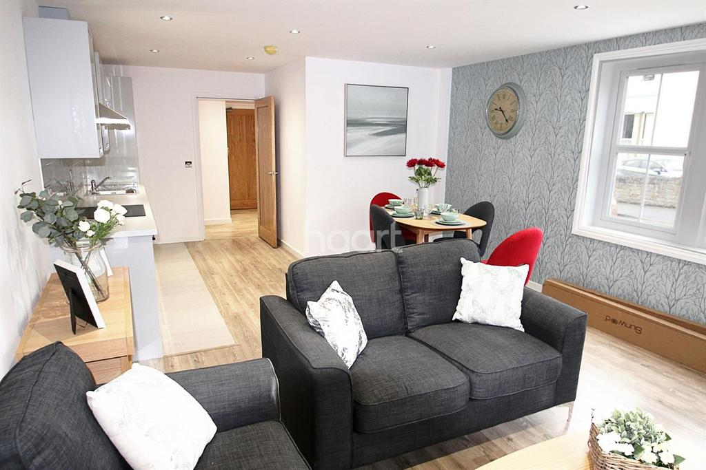 1 Bedroom Flat for sale in West Bar Street, Banbury, Oxfordshire