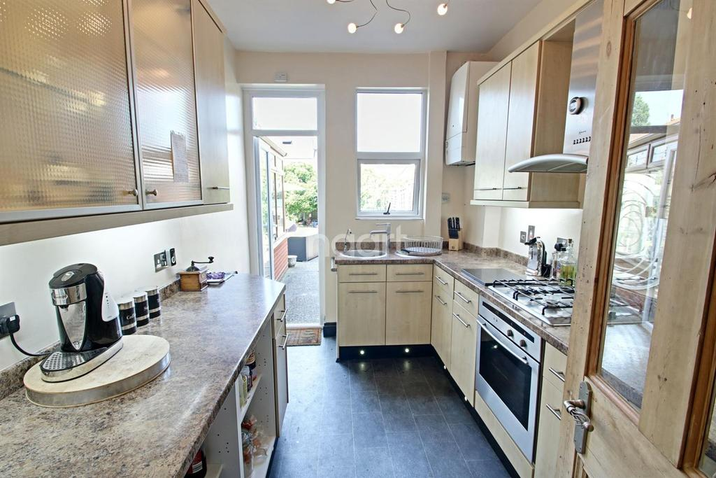 3 Bedrooms Terraced House for sale in Tintern Avenue