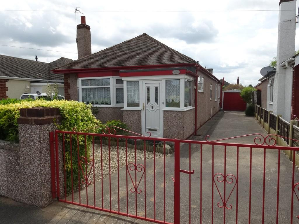 2 Bedrooms Detached Bungalow for sale in Shaun Drive, Rhyl