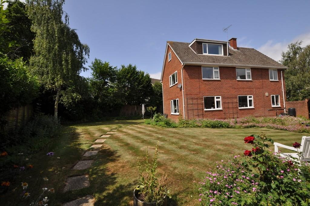 4 Bedrooms Detached House for sale in Nelson Gardens, Guildford