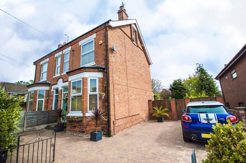 4 Bedrooms Semi Detached House for sale in Lea Bank Avenue, Kidderminster