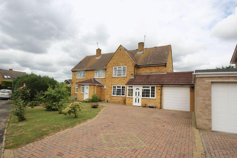 4 Bedrooms Semi Detached House for sale in Stainer Road, Tonbridge