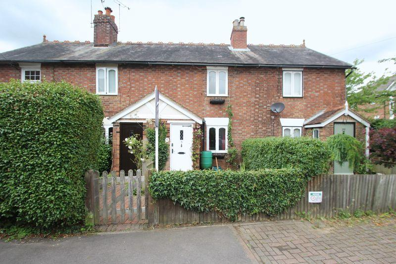 2 Bedrooms Terraced House for sale in Priory Walk, Tonbridge