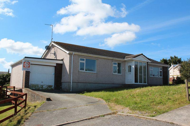 5 Bedrooms Bungalow for sale in Yr Ogof, Holyhead