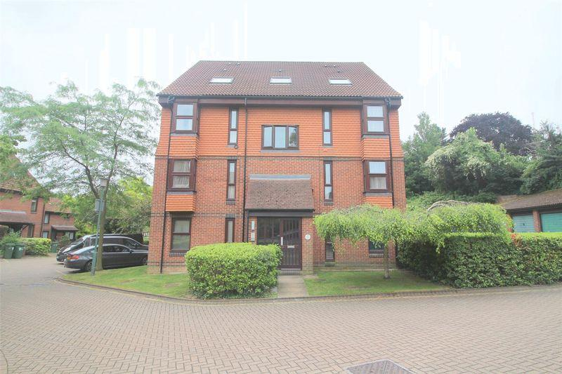 1 Bedroom Apartment Flat for sale in Hope Close, Sutton