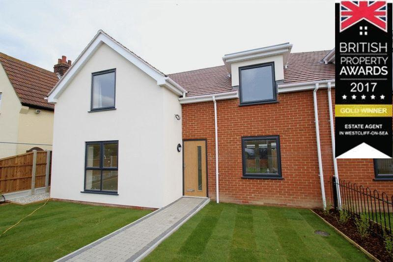 3 Bedrooms Semi Detached House for sale in Prince Avenue, Westcliff-On-Sea