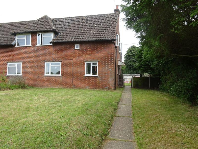 3 Bedrooms Semi Detached House for sale in Station Road, Attlebridge, Norwich