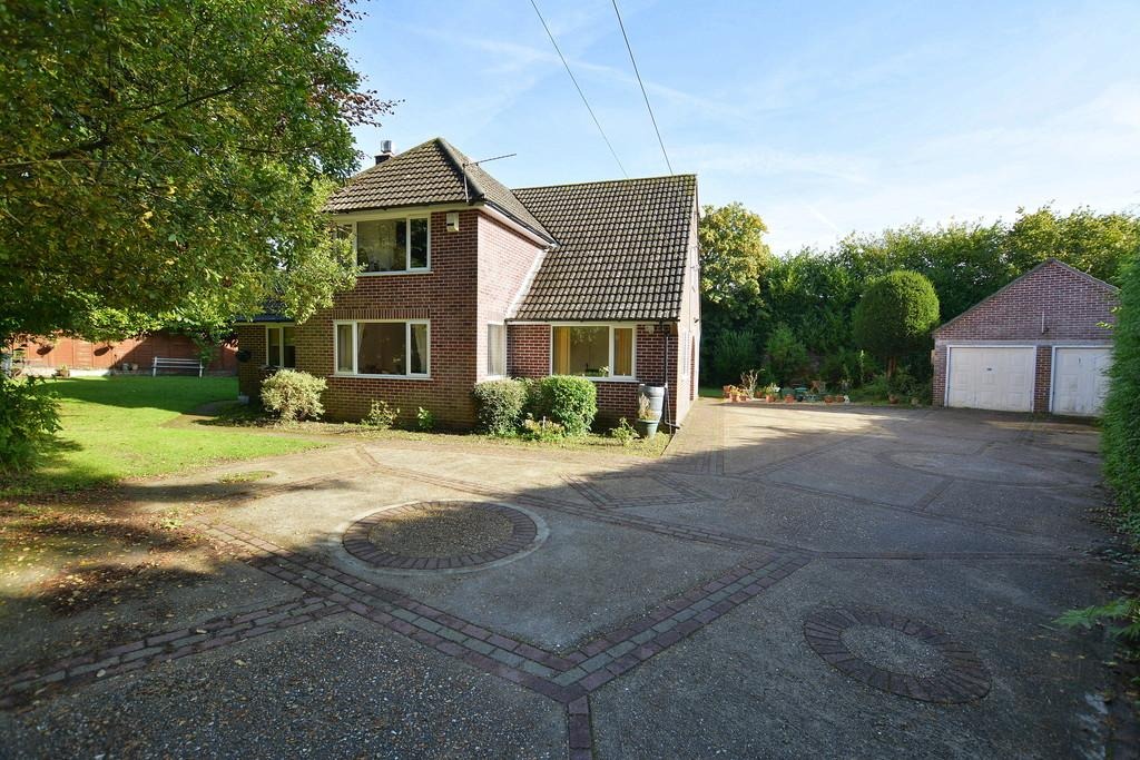 3 Bedrooms Detached House for sale in Church Road, Ferndown