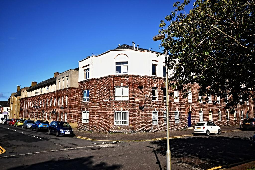 3 Bedrooms Flat for sale in Elba Street, Ayr, South Ayrshire, KA8 0DQ