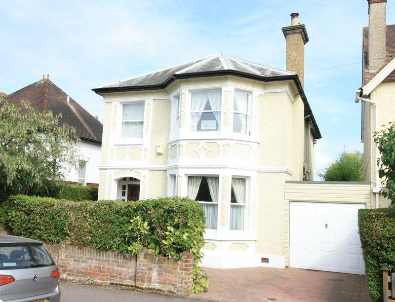 4 Bedrooms Detached House for sale in Maidenhead Town Centre.