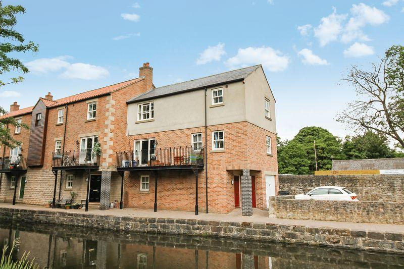 4 Bedrooms Terraced House for sale in Canal Wharf, Ripon