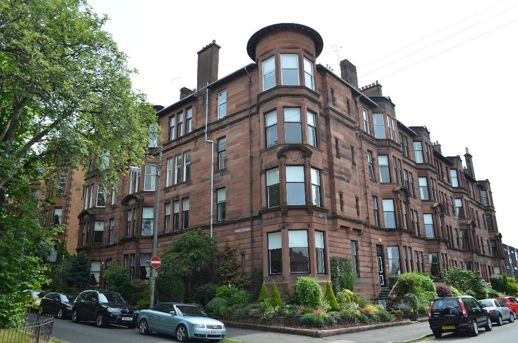 4 Bedrooms Flat for sale in Queensborough Gardens, Flat 3/3, Hyndland, Glasgow, G12 9PP