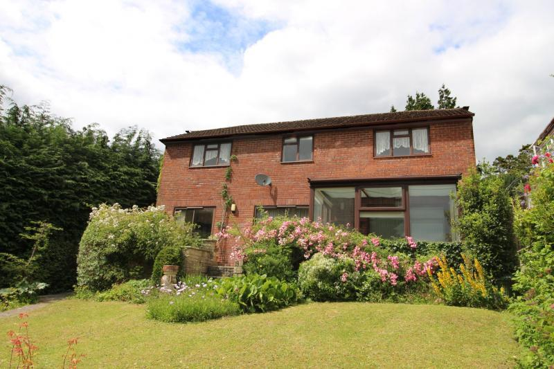 4 Bedrooms House for sale in Upper Marsh Road, WARMINSTER, BA12