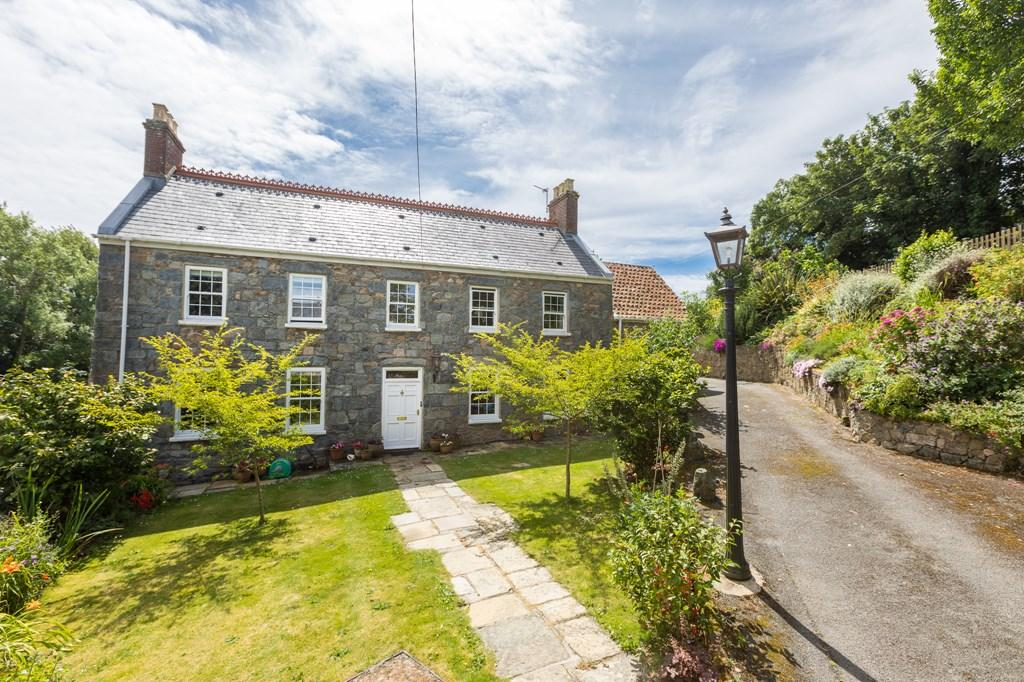 5 Bedrooms Detached House for sale in Le Bourg, Forest, Guernsey