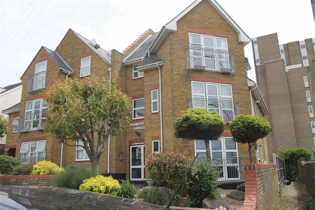 2 Bedrooms Apartment Flat for sale in Palmerston Road, Westcliff On Sea, Essex