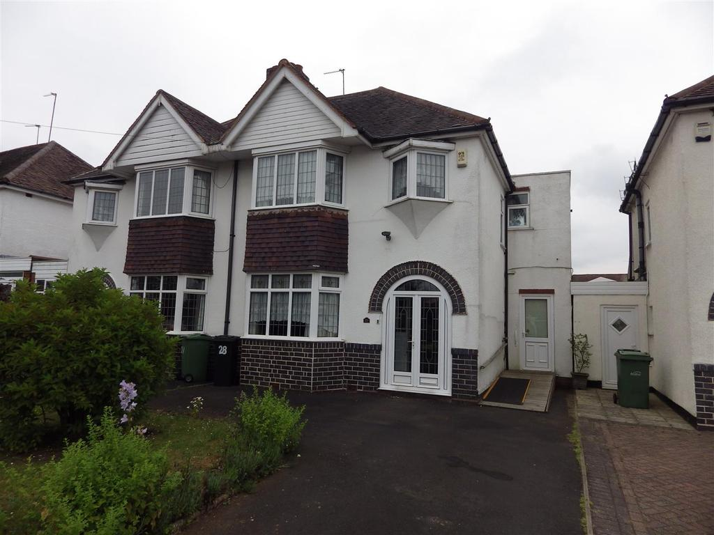 3 Bedrooms Semi Detached House for sale in Shenstone Avenue, Halesowen
