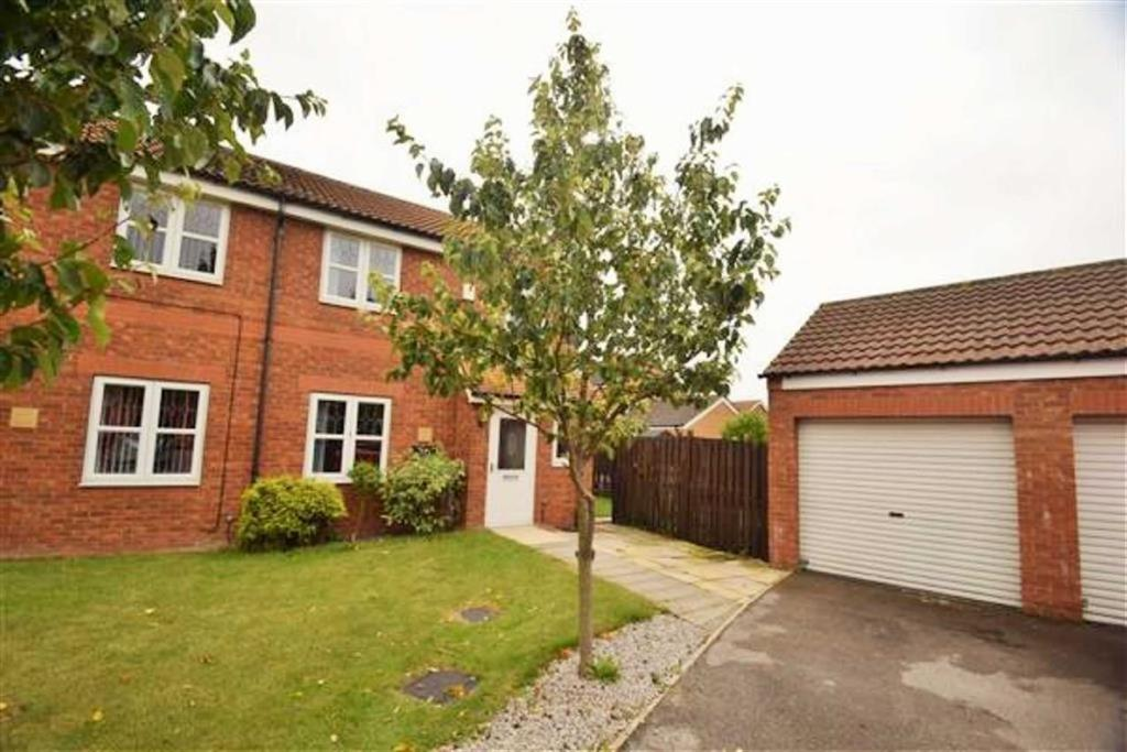 3 Bedrooms Semi Detached House for sale in Easterwood Close, Castle Grange, Hull, HU7