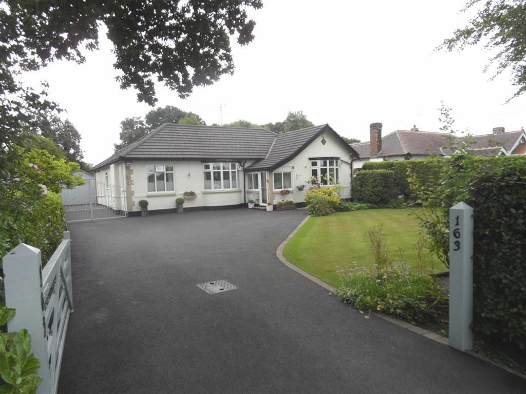 3 Bedrooms Detached Bungalow for sale in Styal Road, Heald Green