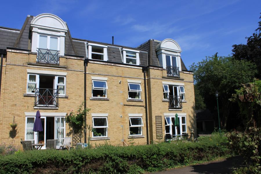 2 Bedrooms Retirement Property for sale in Wildwood Court, Cedars Village, Chorleywood, Herts WD3