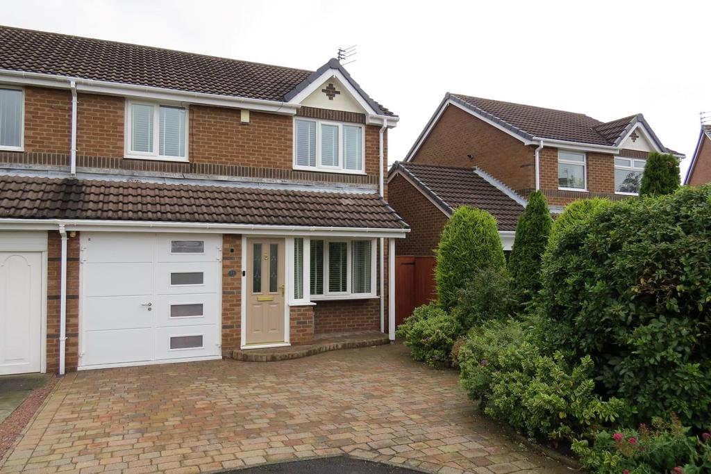 3 Bedrooms Semi Detached House for sale in Ploverfield Close, Fallowfield, Ashington