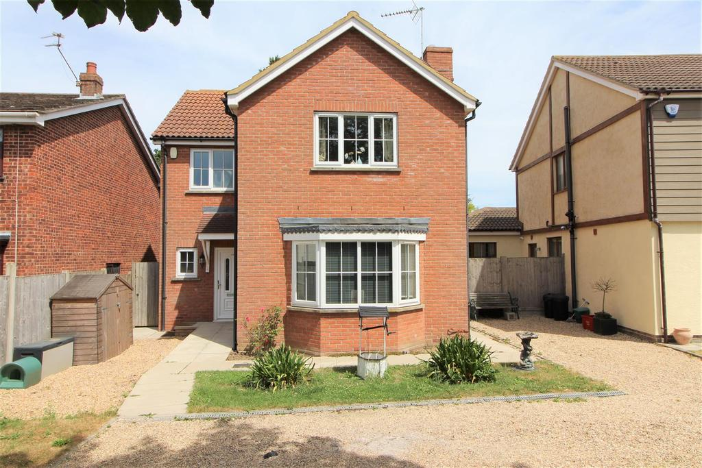 4 Bedrooms Detached House for sale in Thorpe Road, Kirby Cross, Frinton-On-Sea