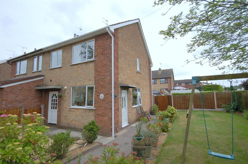 3 Bedrooms Semi Detached House for sale in Linley Grove, Alsager