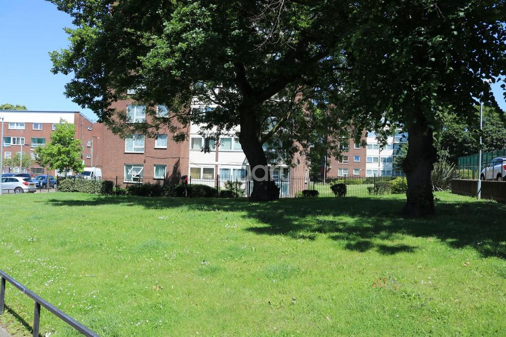 2 Bedrooms Flat for sale in Challice Way, Brixton, SW2