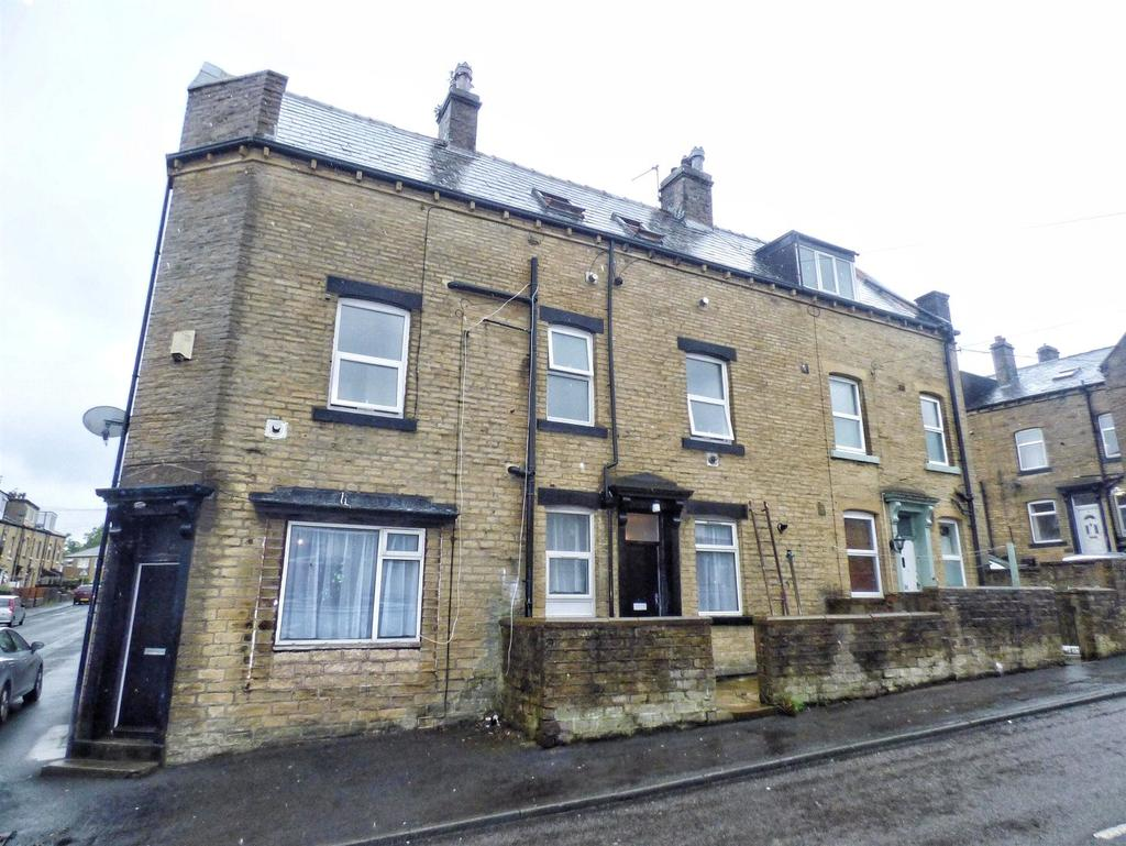 5 Bedrooms Terraced House for sale in Matlock Street, Lee Mount, HALIFAX, West Yorkshire, HX3