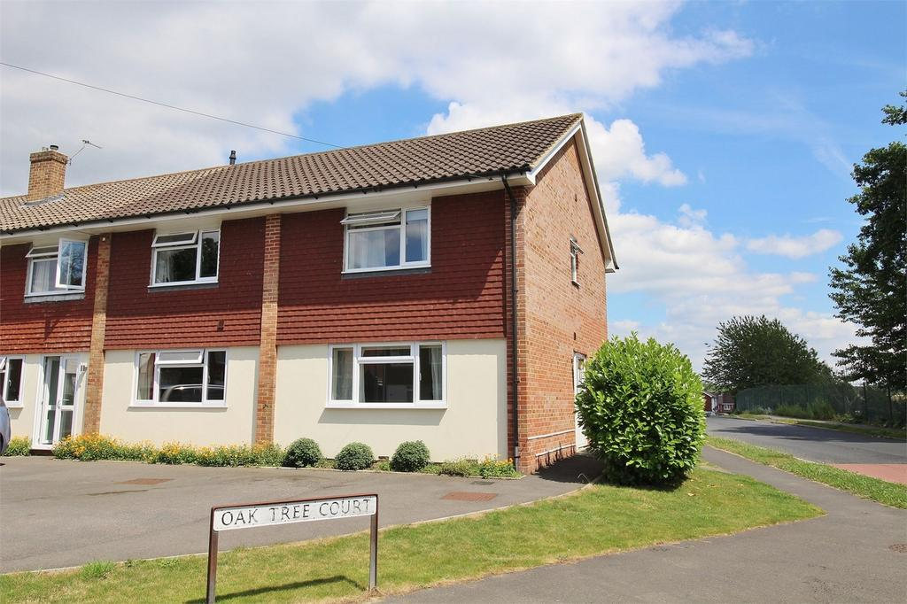 3 Bedrooms End Of Terrace House for sale in Oak Tree Court, Uckfield, East Sussex