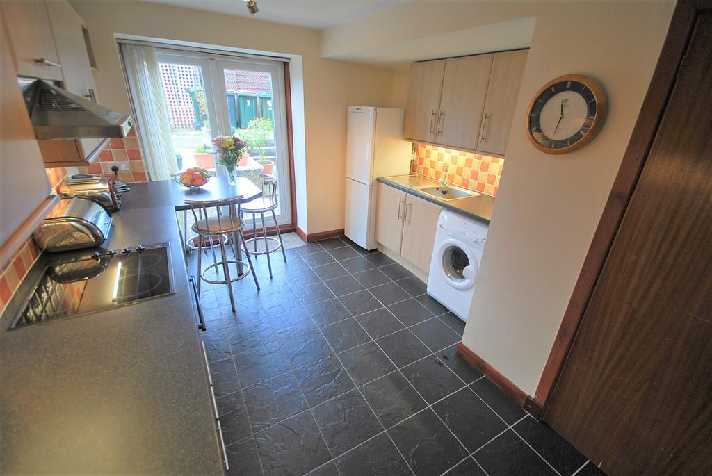 2 Bedrooms Ground Flat for sale in King Street, Crieff Ph7