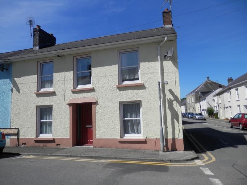4 Bedrooms End Of Terrace House for sale in Orchard Street, Llandovery, Carmarthenshire.