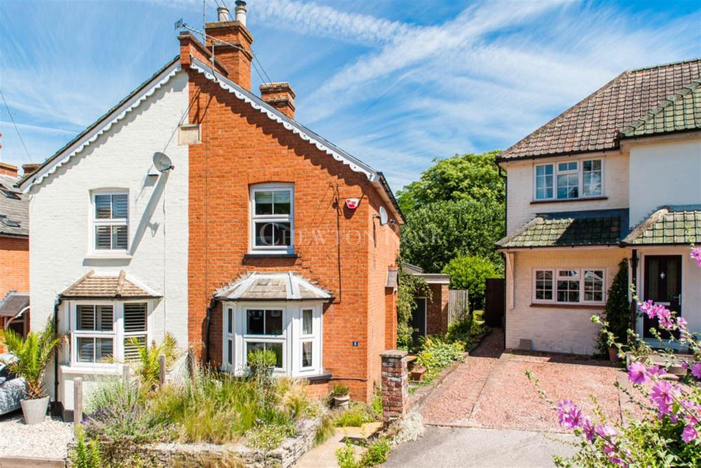 2 Bedrooms Cottage House for sale in Farm Close, Sunninghill