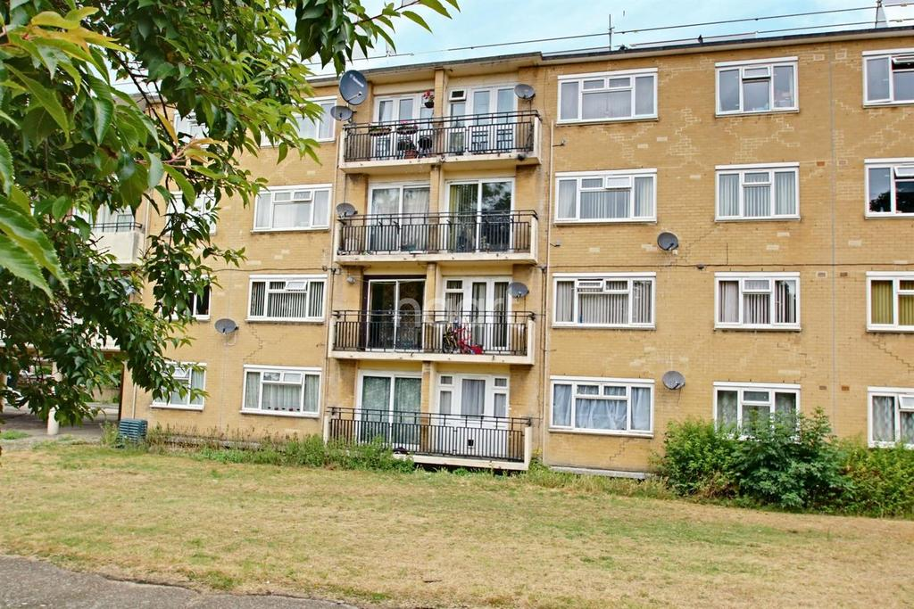 2 Bedrooms Flat for sale in Tanys Dell