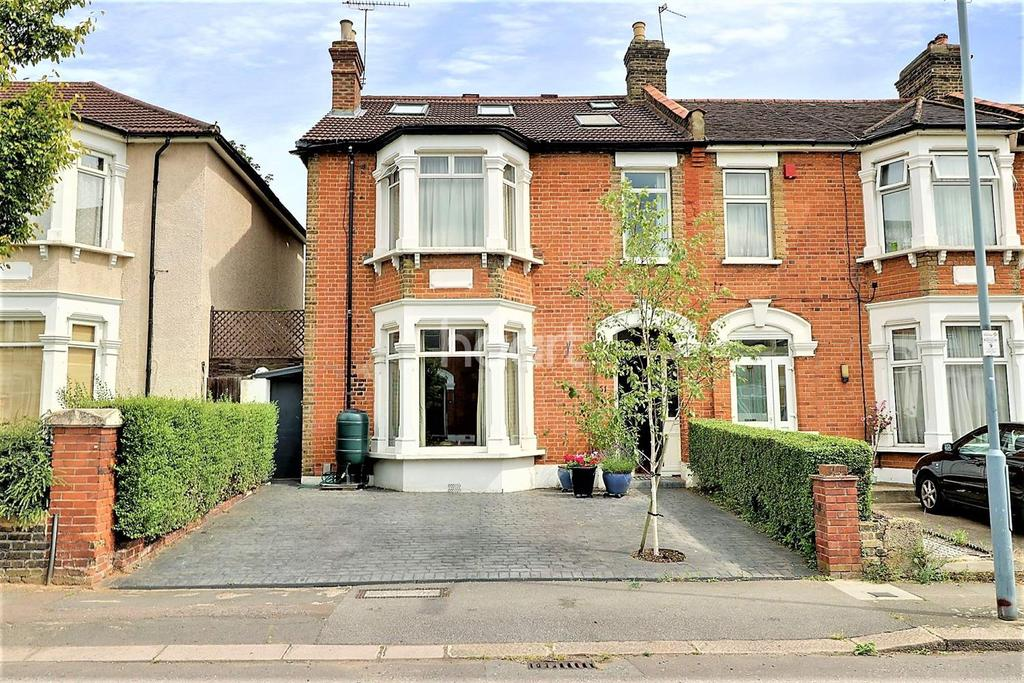 4 Bedrooms End Of Terrace House for sale in Sackville Gardens, Ilford, Rssex