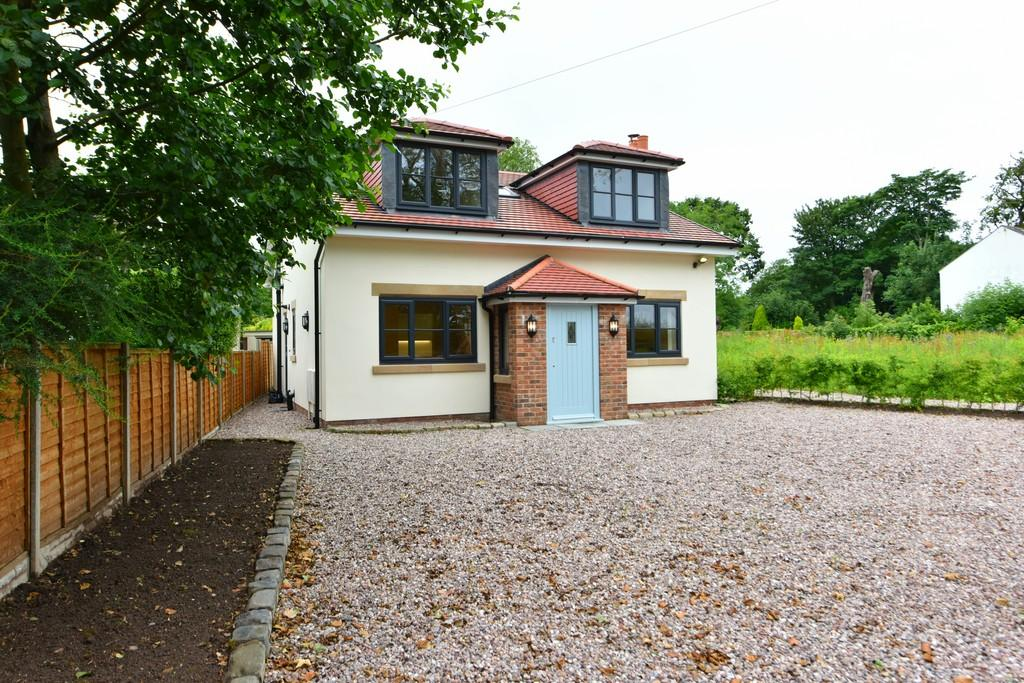 2 Bedrooms Detached House for sale in Lime Tree Cottage