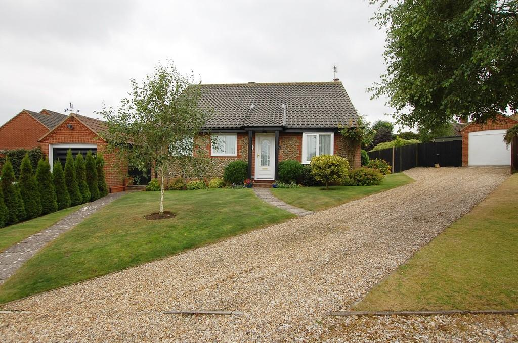 3 Bedrooms Detached Bungalow for sale in Finch Close, Cromer