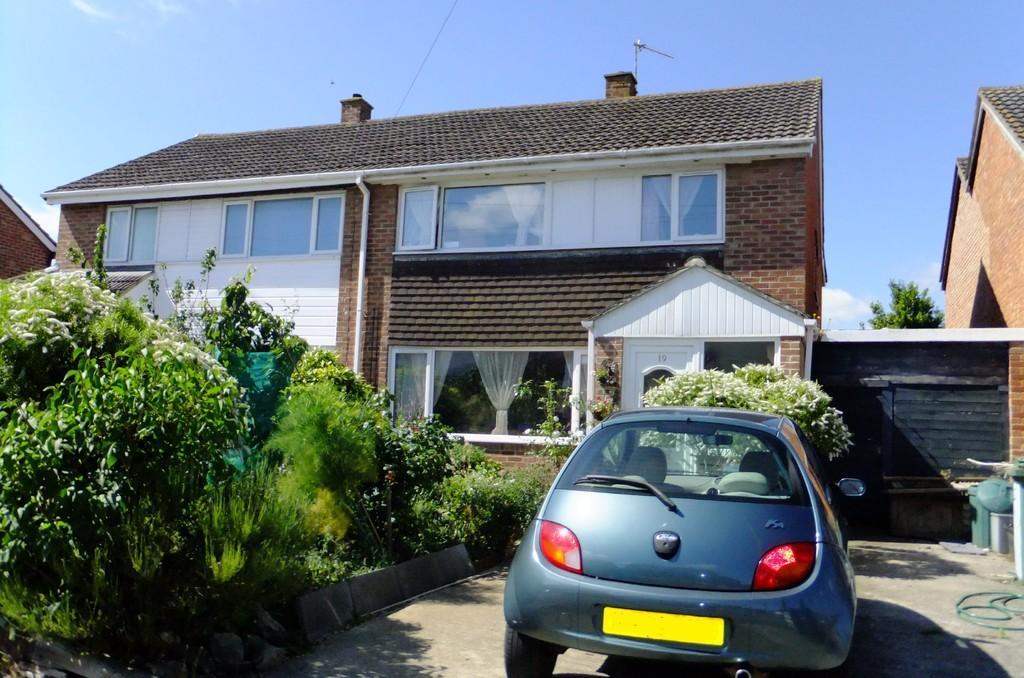 4 Bedrooms Semi Detached House for sale in Hawkeridge Park, Westbury