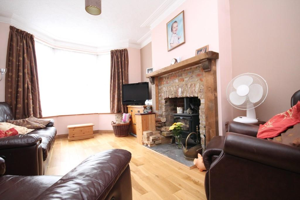 3 Bedrooms Terraced House for sale in Roberts Road, Lancing