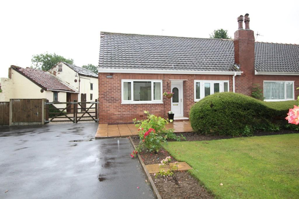 2 Bedrooms Semi Detached Bungalow for sale in Church Road, Altofts