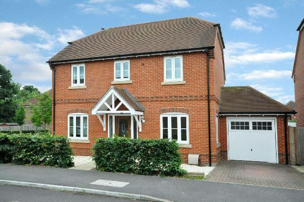 4 Bedrooms Detached House for sale in Blackberry Gardens, Winnersh, Wokingham,