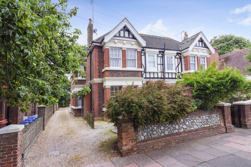 2 Bedrooms Flat for sale in Shakespeare Road, Worthing